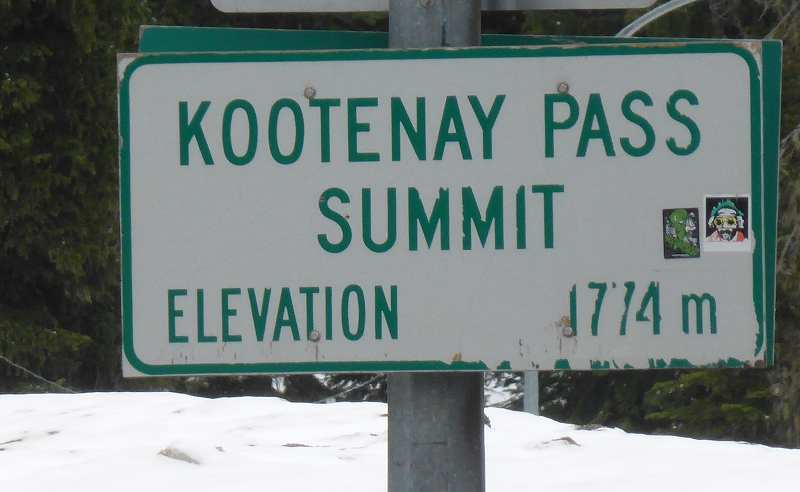 Kootenay Pass sign